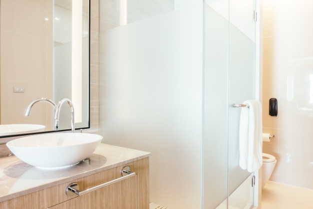 Different ways to use glass in your bathroom